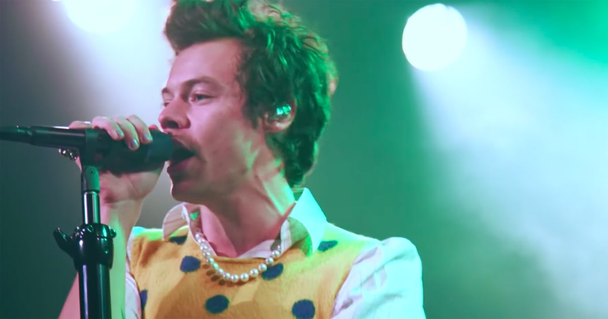 """So, This New Video of Harry Styles Performing """"Kiwi"""" Earlier in the Year Is . . . Really Hot"""