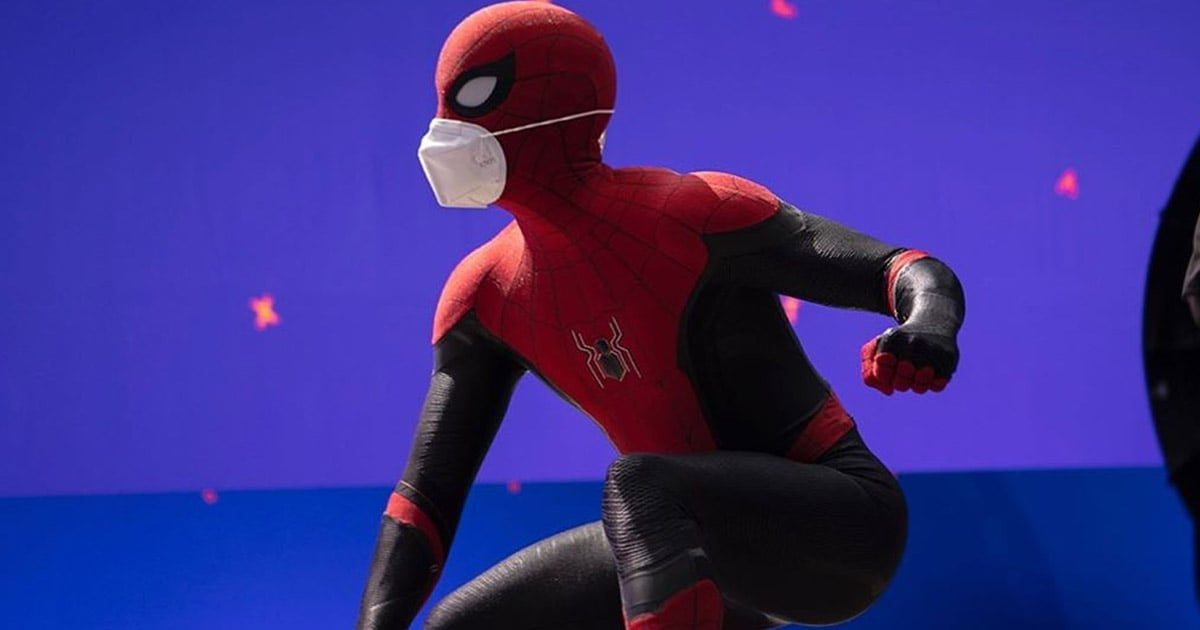 """Tom Holland Promotes Mask Safety in First Spider-Man 3 Photo: """"Wear a Mask, I'm Wearing Two"""""""