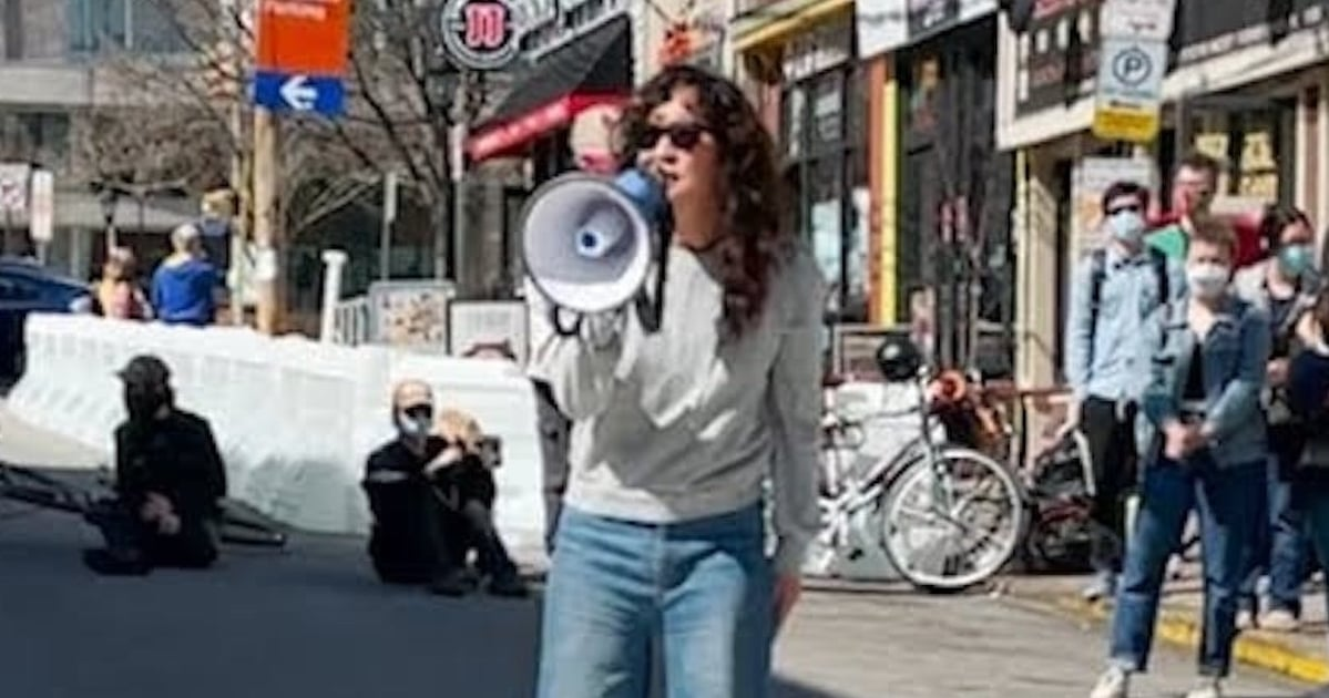 """Sandra Oh Delivers a Poignant Speech at #StopAsianHate Rally: """"I Am Proud to Be Asian"""""""