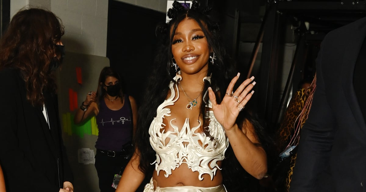 Oh No! SZA's Award-Winning VMAs Night Started by Being *Too* Fashionably Late to the Red Carpet